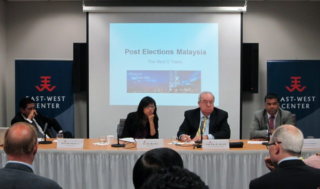 Pictured left to right: Dato Din Merican, Ms. Hui Hui Ooi, Amb. John Mallot, and Dr. Satu Limaye.