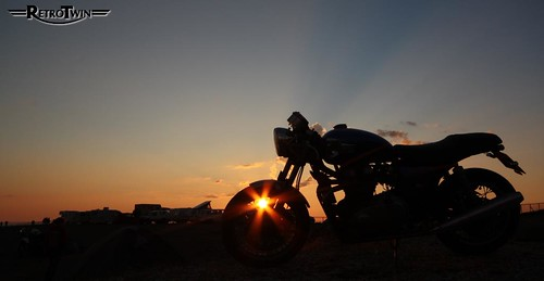 TRIUMPH THRUXTON @ SUNSET