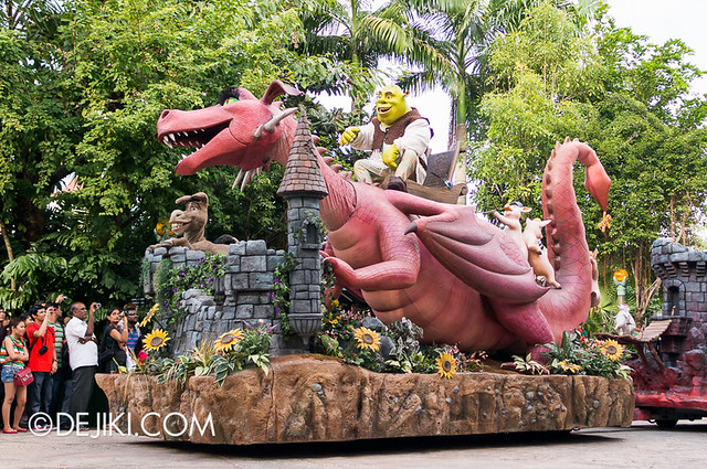 Universal Studios Singapore - Hollywood Dreams Parade - Far Far Away