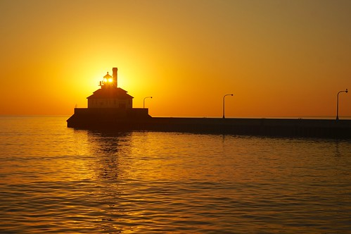 silhouette sunrise greatlakes lakesuperior duluthsuperiorharbor leicaleitzhektor28mmf63
