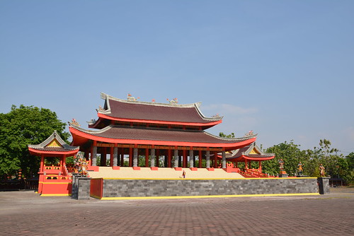 Bangunan sisi timur Sam Po Kong