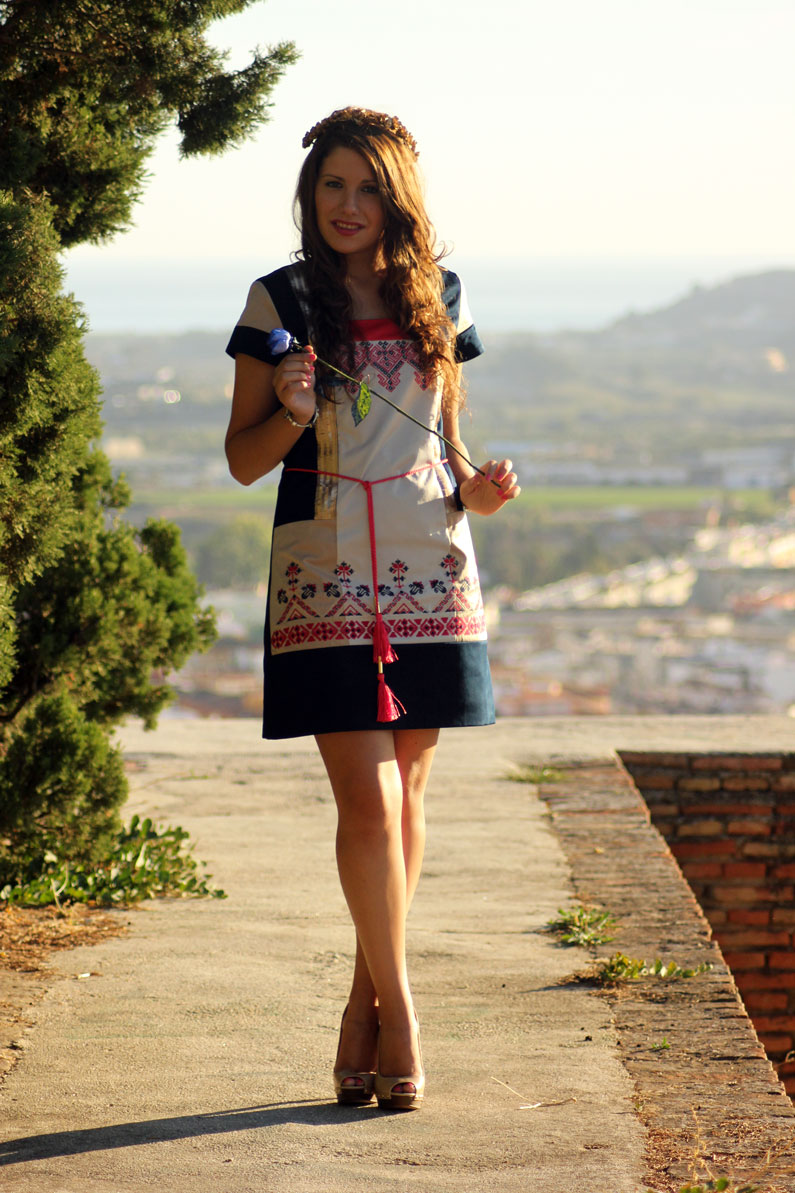 Rosalita-Mc-Gee-vestido-azul-y-rosa-heelsandroses-(1)