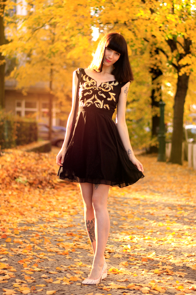 Little Mistress Black and Gold Baroque dress CATS & DOGS Berlin fashion blog 8