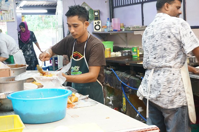 Halal breakfast in Penang Astaka Taman Tun Sardon-002