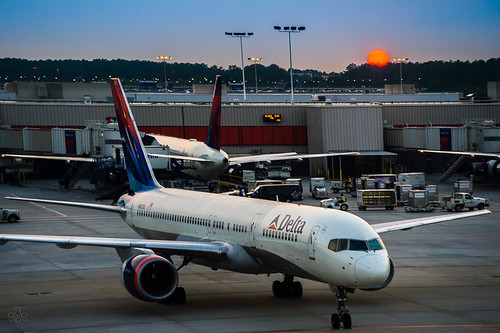 flying flight delta airline deltaairlines atlantahartsfieldinternational uscopyrightregistered2011