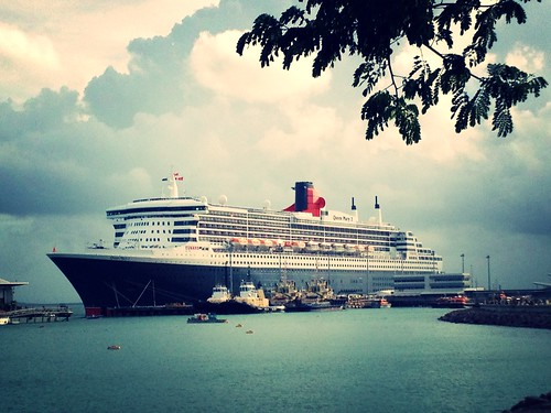 Queen Mary 2 in Darwin Harbour