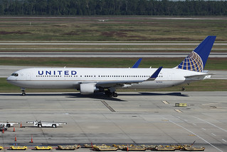 United Airlines Boeing 767-322/ER N672UA