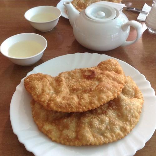 Завтрак в кафе у базара))) #старыйкрым #нездороваяпища