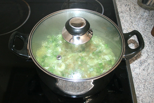 20 - Reis auf niederiger Stufe köcheln lassen / Let rice simmer on low level
