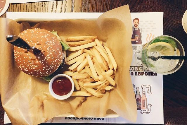 Burger from pub Manneken Pis