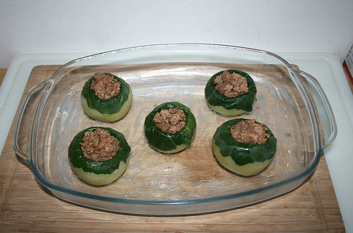 44 - Gefüllte Kohlrabi in Auflaufform legen / Put stuffed kohlrabi in casserole