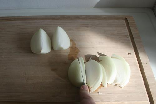 15 - Zwiebel in Spalten schneiden / Cut onion in slices