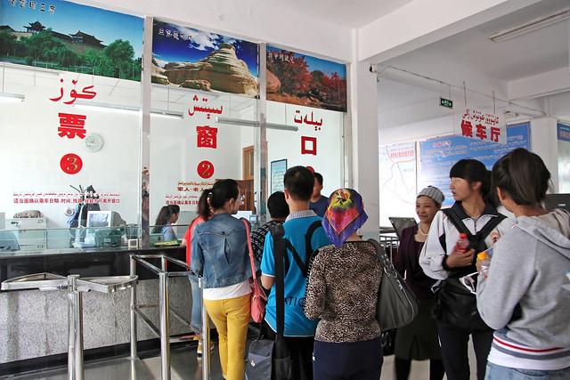 Ticket booth of the bus terminal, Kumul (Hami) ハミ、バスターミナルのチケット売り場