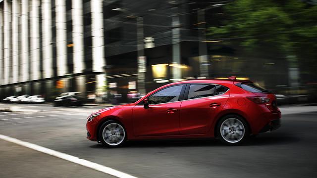 Mazda3_Hatchback_2013_action_02__jpg300
