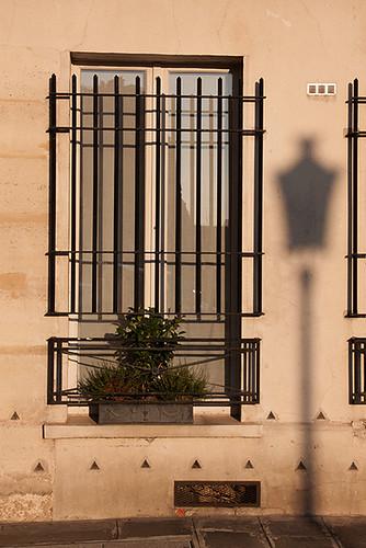 9566537232 3e54302646 La fenêtre au réverbère