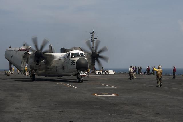 C 2a Greyhound Logistics Aircraft An aircraft handler di...