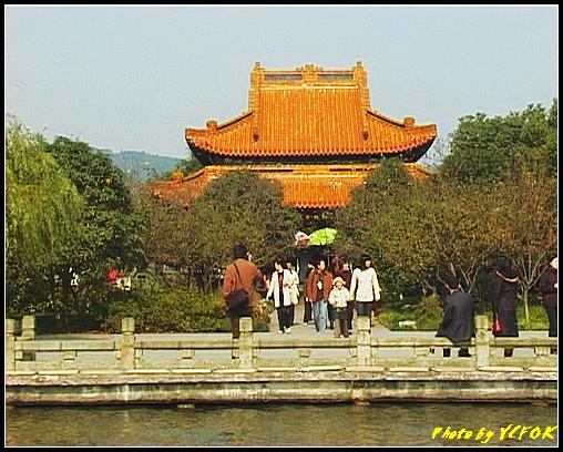 杭州 西湖 (其他景點) - 384 (西湖 湖上遊 往湖心亭 湖心亭上的亭台樓閣 這個是湖心亭上的主建築)