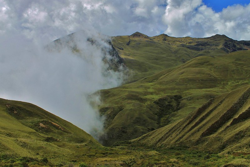 Descending into the cloud, after Abra Cahuacona