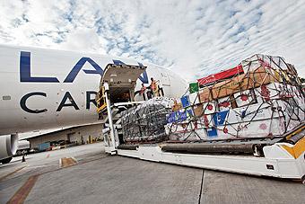 LAN Cargo B777F carga de flores (LATAM Airlines)