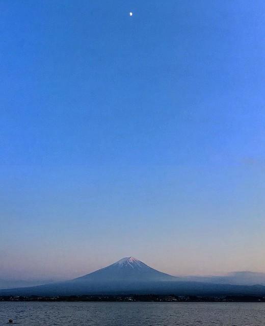 Photo:富士山&ムーン #富士山 #mtfuji #moon 🌙🌋😍 By DJ Quietstorm