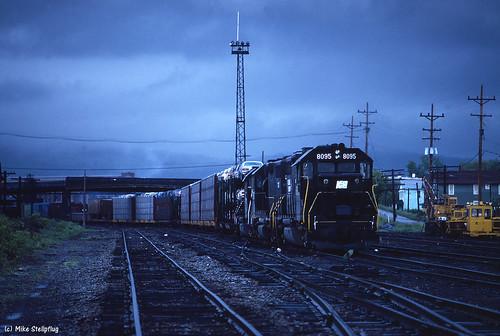 railroad train lehighvalley cr freighttrain conrail emd gp382 penncentral fallenflag sayrepa emdgp382 pennsylvaniarailroads emdlocomotive penncentralheritage cr8095 conrail8095