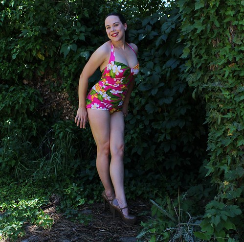 b2c1047ea3893 Kadiddlehopper  Closet Case Files  Bombshell swimsuit - And is it ever!