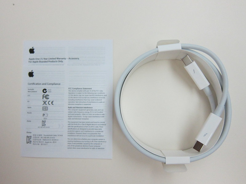 Apple Thunderbolt Cable (2m) - Box  Contents