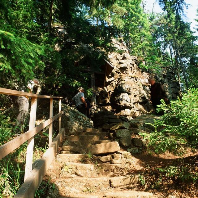 Пещера где 7 лет молился Преподобный Александр Свирский