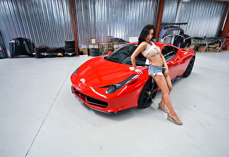 Image: Hot chicks with cool cars