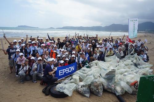 半小時的時間清理出了總數54袋,總重417公斤的廢棄物。