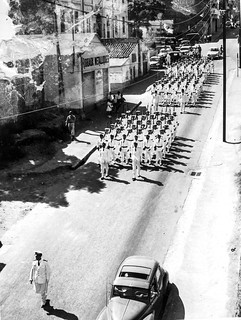 Défilé de la CP4 pendant les événements - Oran - (Algerie/France) 1956 - Photo JP Vasse (Retina Kodak)