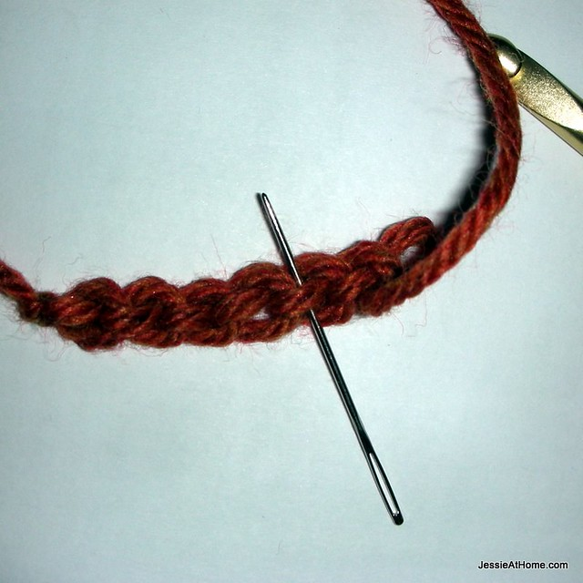 Quick-Scrap-Slip-Stitch-Bracelet-bottom-loop