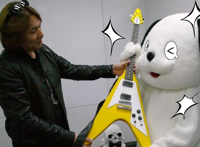 アンドレからギターもらう008