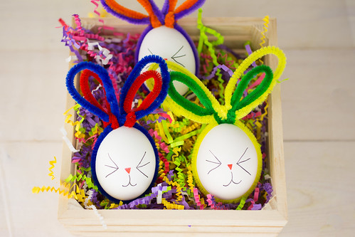 Easter Bunny Pipe Cleaner Eggs-10.jpg