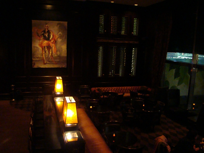 Hy's Steakhouse lounge