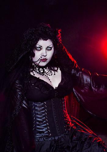 Gothic vampire costume, Dmonik