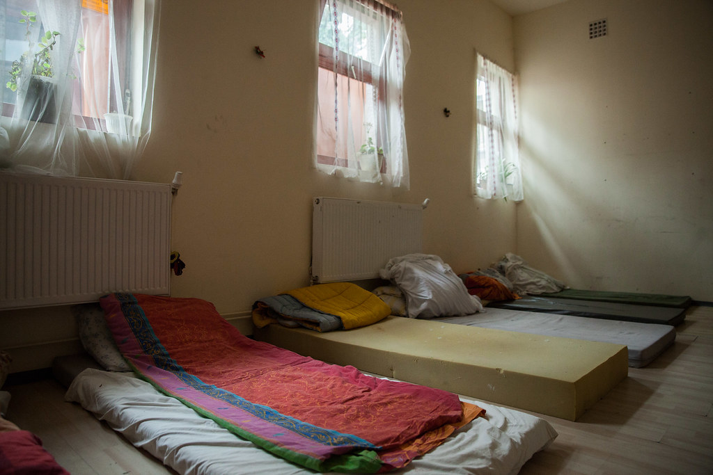 Hajléktalanok és szerfüggők krízisellátása