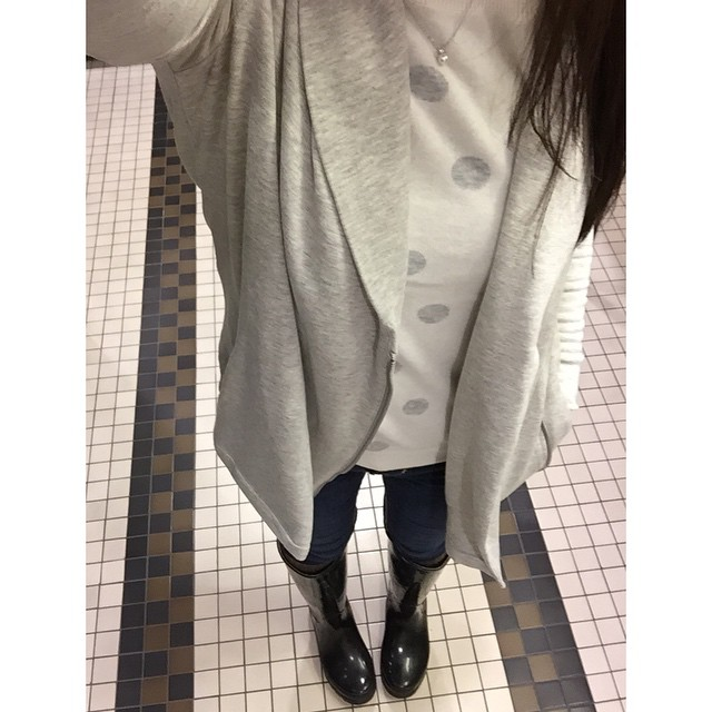 @loft stitchy sweater + @louandgrey shawl jacket = #cozy status 💁 // @liketoknow.it www.liketk.it/RMeo #liketkit #loveLOFT #liveliveloft #loftgirl #loft #louandgrey #theAmpersand #bananarepublic #rainboots #oldnavy #polkadots #ootd