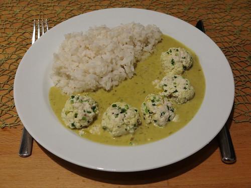 Tofuklösschen in Currysahne zu Reis