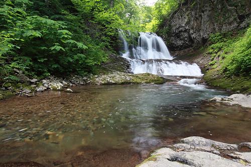 平和の滝の清流