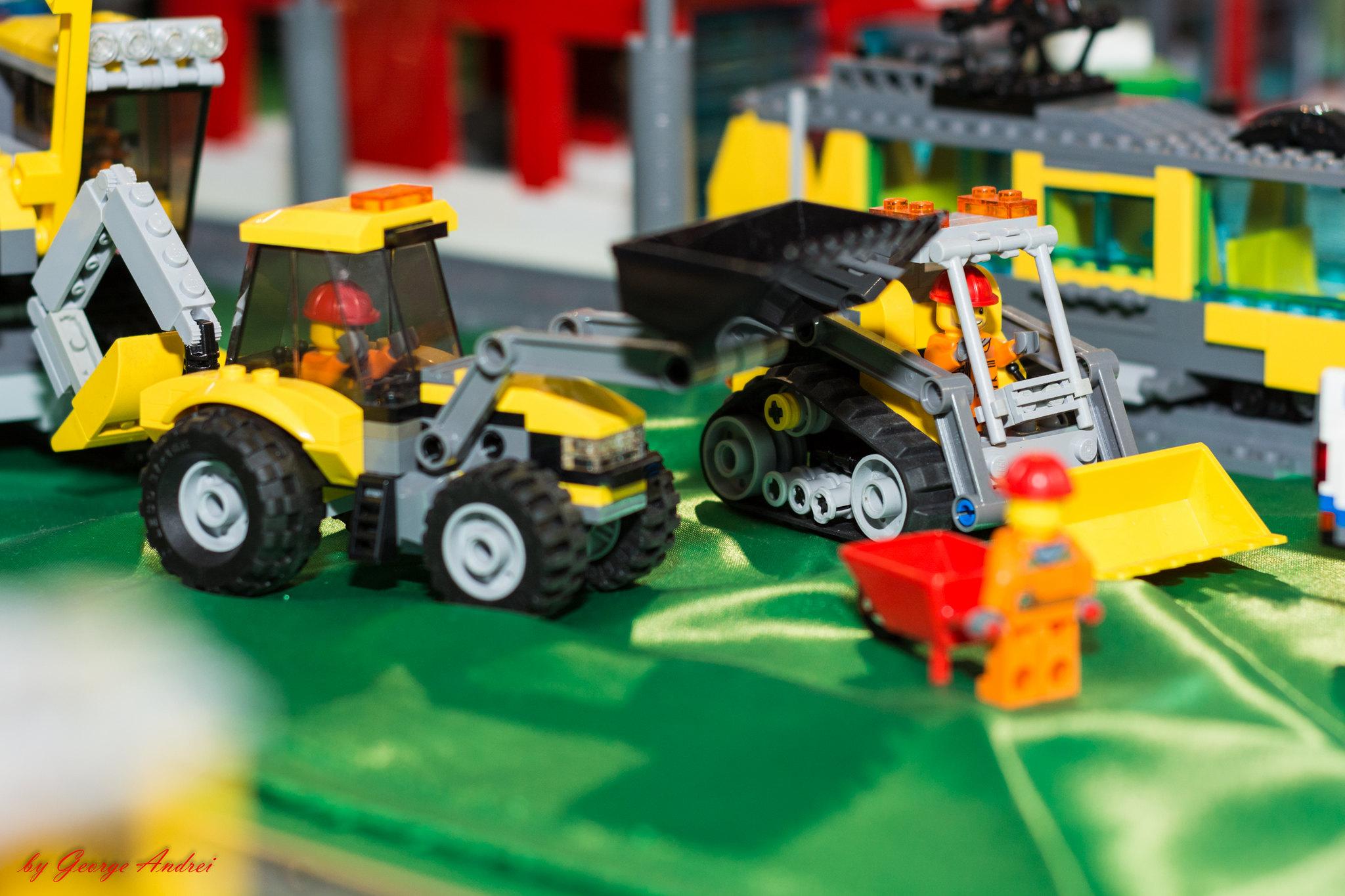 Echipaj de constructii: skidsteer, backhoe & crawler crane