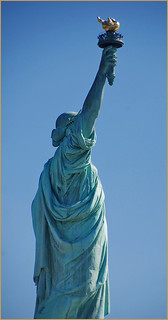 Imatge de Statue of Liberty a prop City of Jersey City. statueoflibertyusa newyorkharborny statueoflibertynewyorkharborny