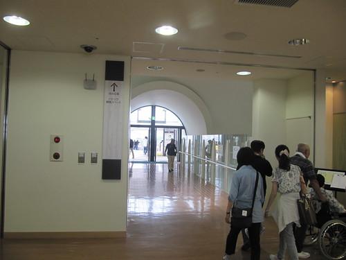 函館競馬場の光の広場入口への通路