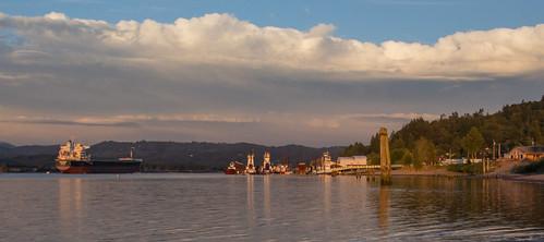 nature clouds oregon ship columbiariver tugs rainieroregon