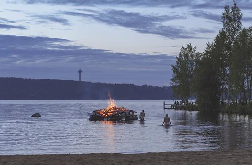 lake midsummer outdoor bonfire näsinneula juhannus kokko