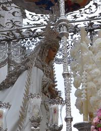 Virgen del Triunfo con las ráfagas de la del Sol