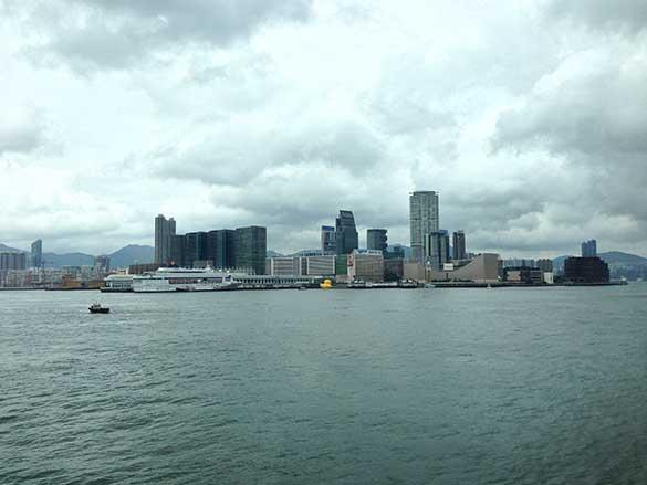 香港島から見たラバーダック香港