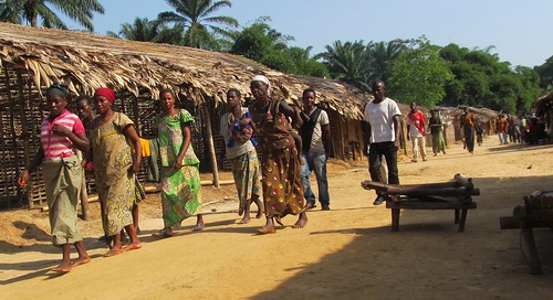 Obenge population coming to FARDC meeting
