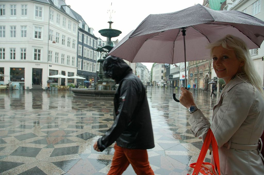 CPH BLONDE in the rain