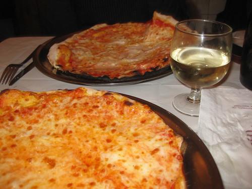 Pizza at Le Montecarlo, Rome